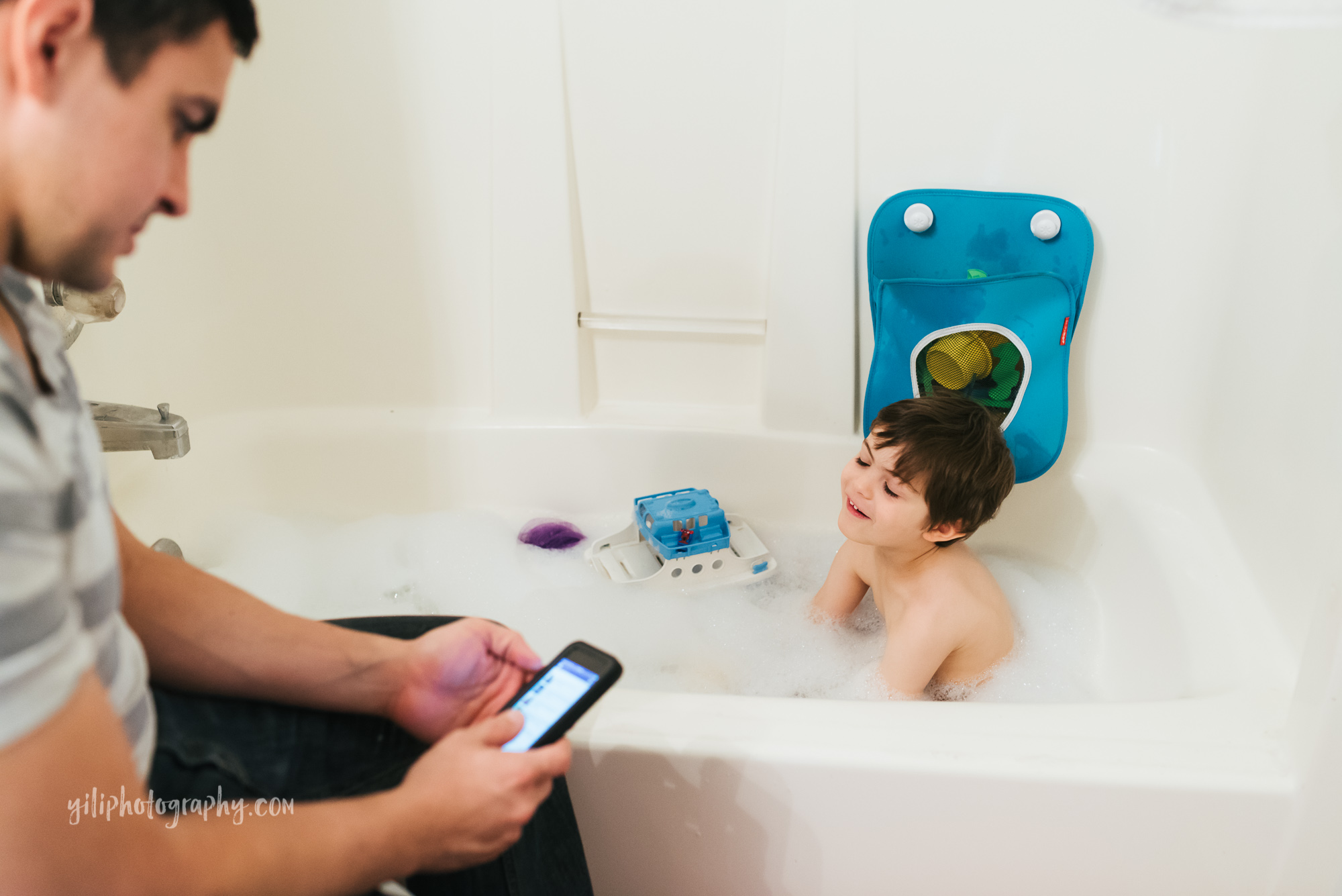 seattle toddler in bath with dad on smartphone