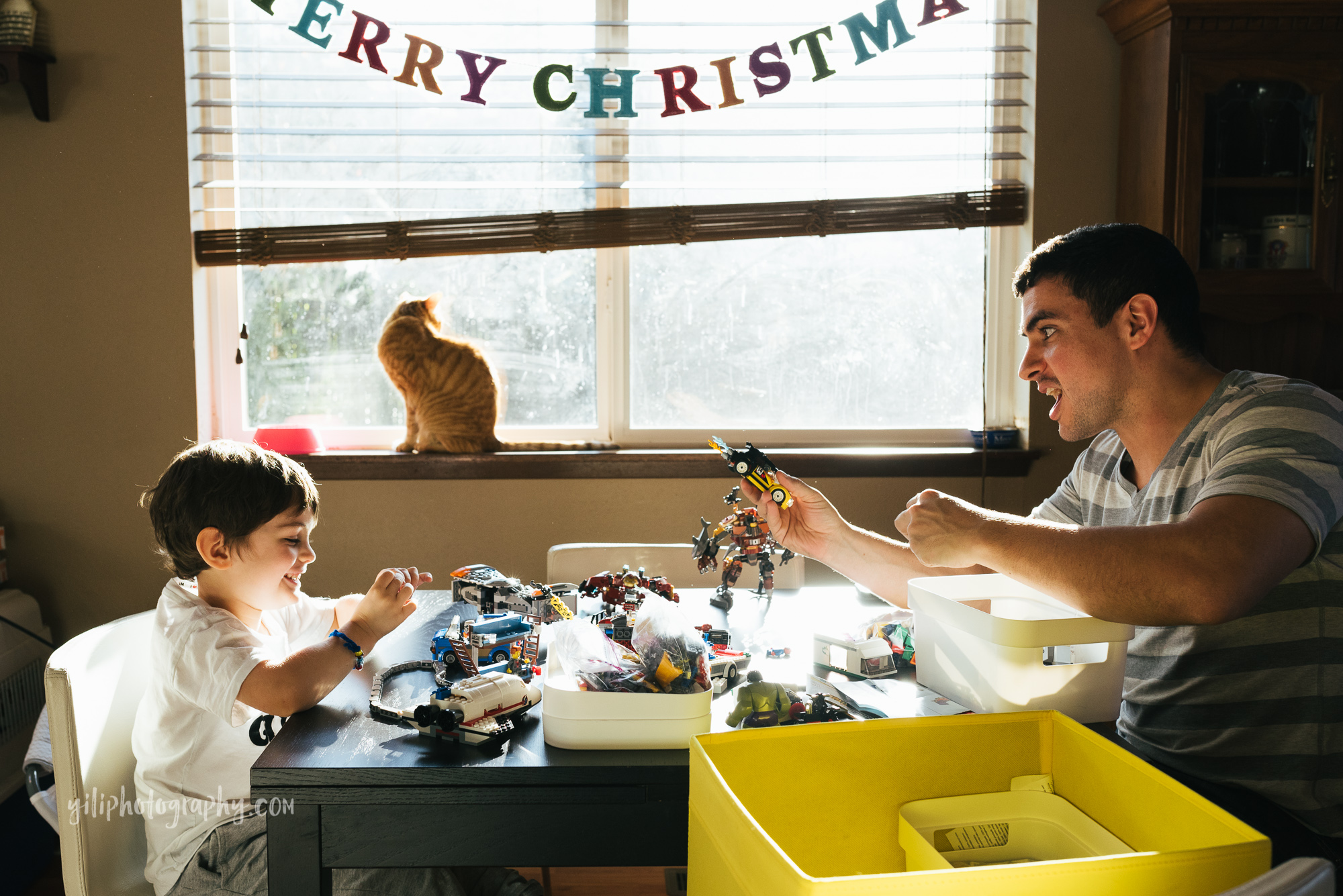 seattle father and son playing with legos