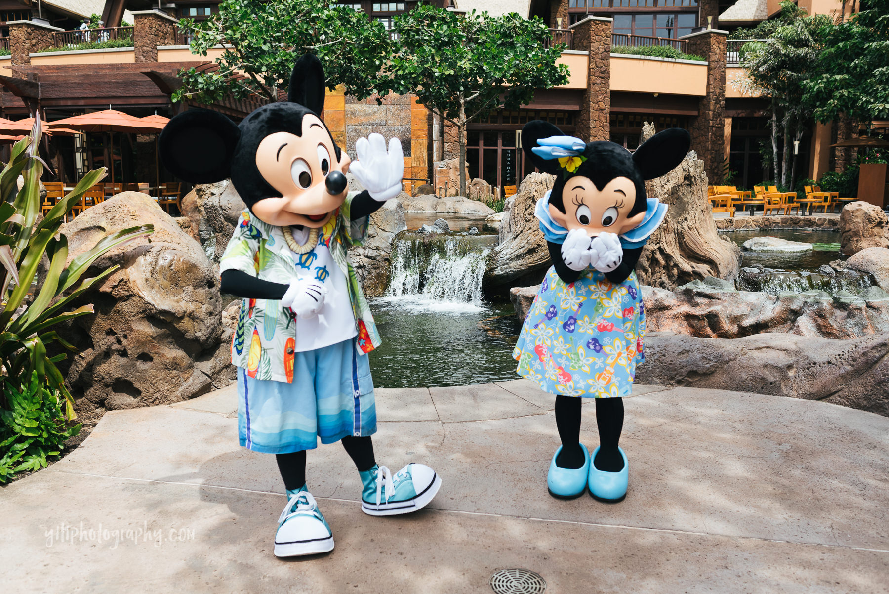 mickey and minnie at aulani