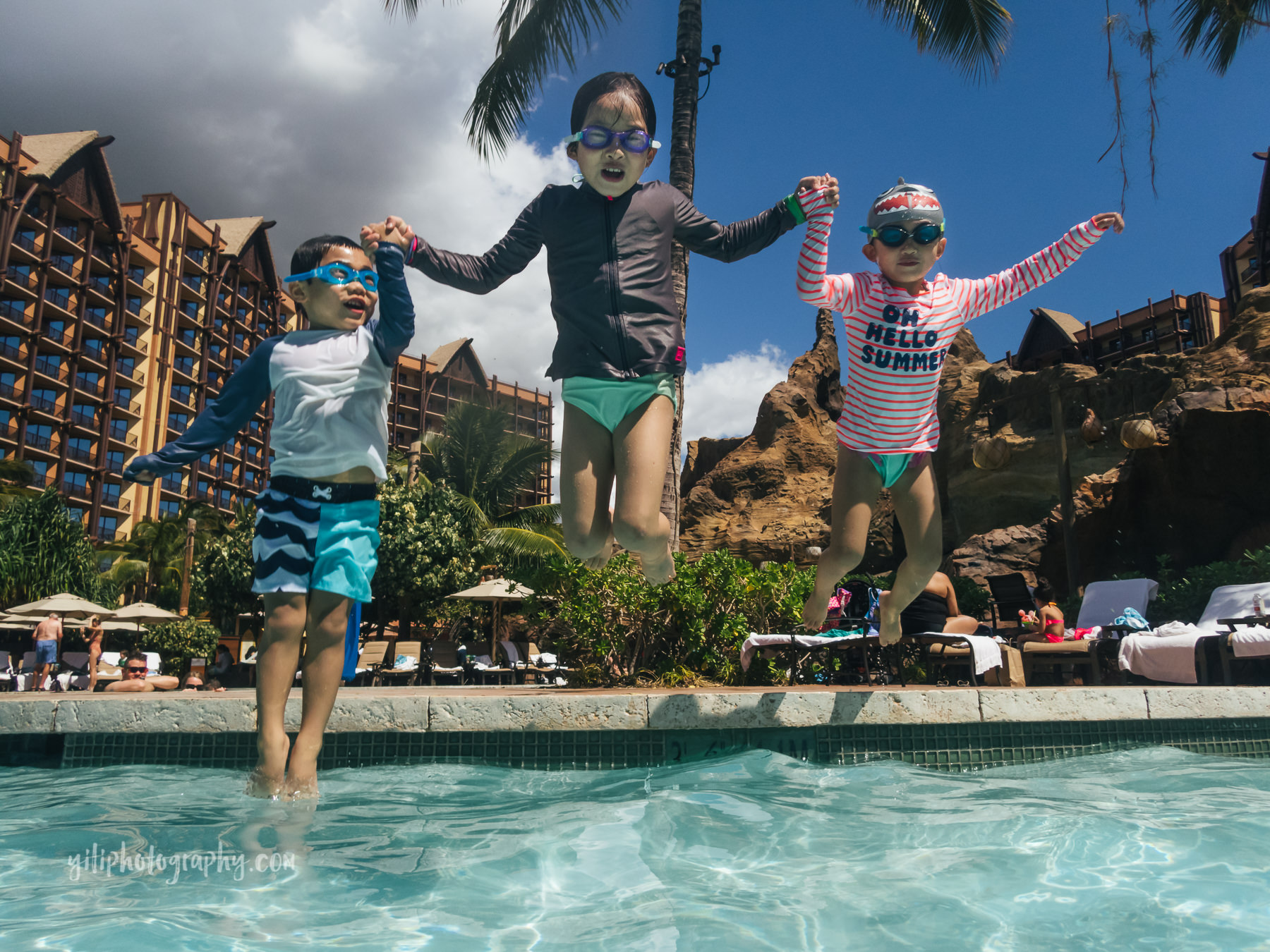 three siblings jumping into Aulani pool together