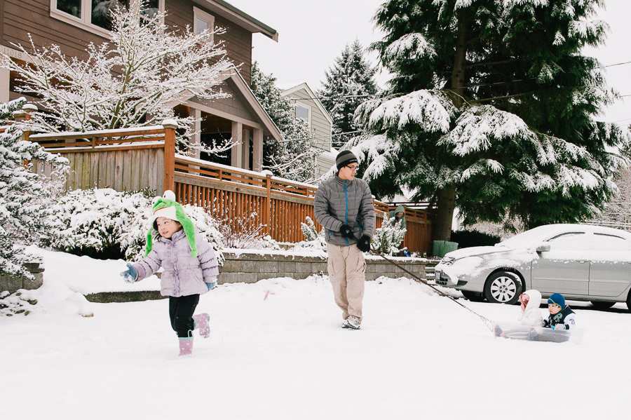 seattle family photographer, snow family candids