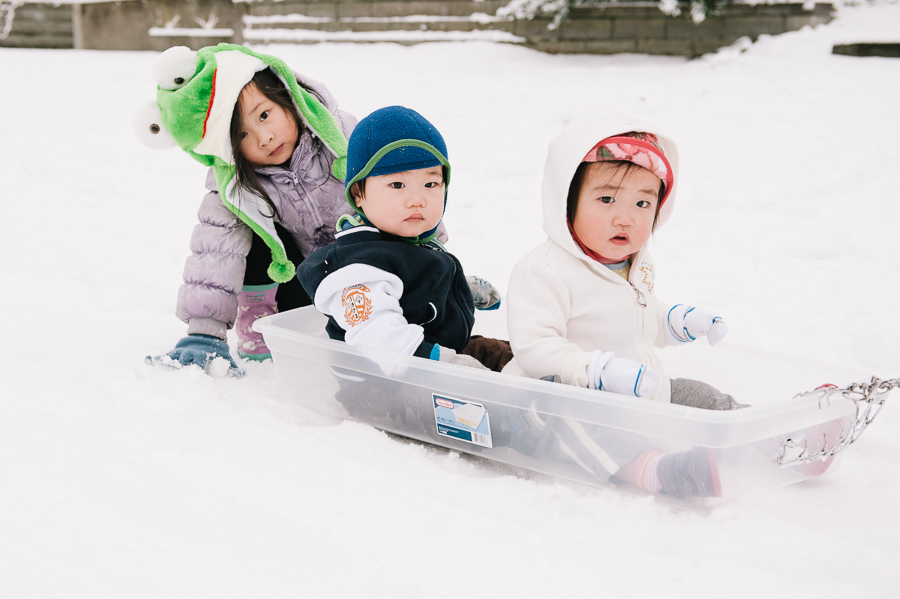 seattle child photographer, sibling snow photos
