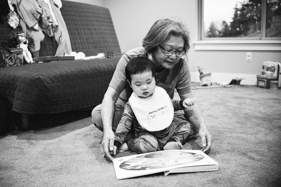 Seattle family photographer, reading books
