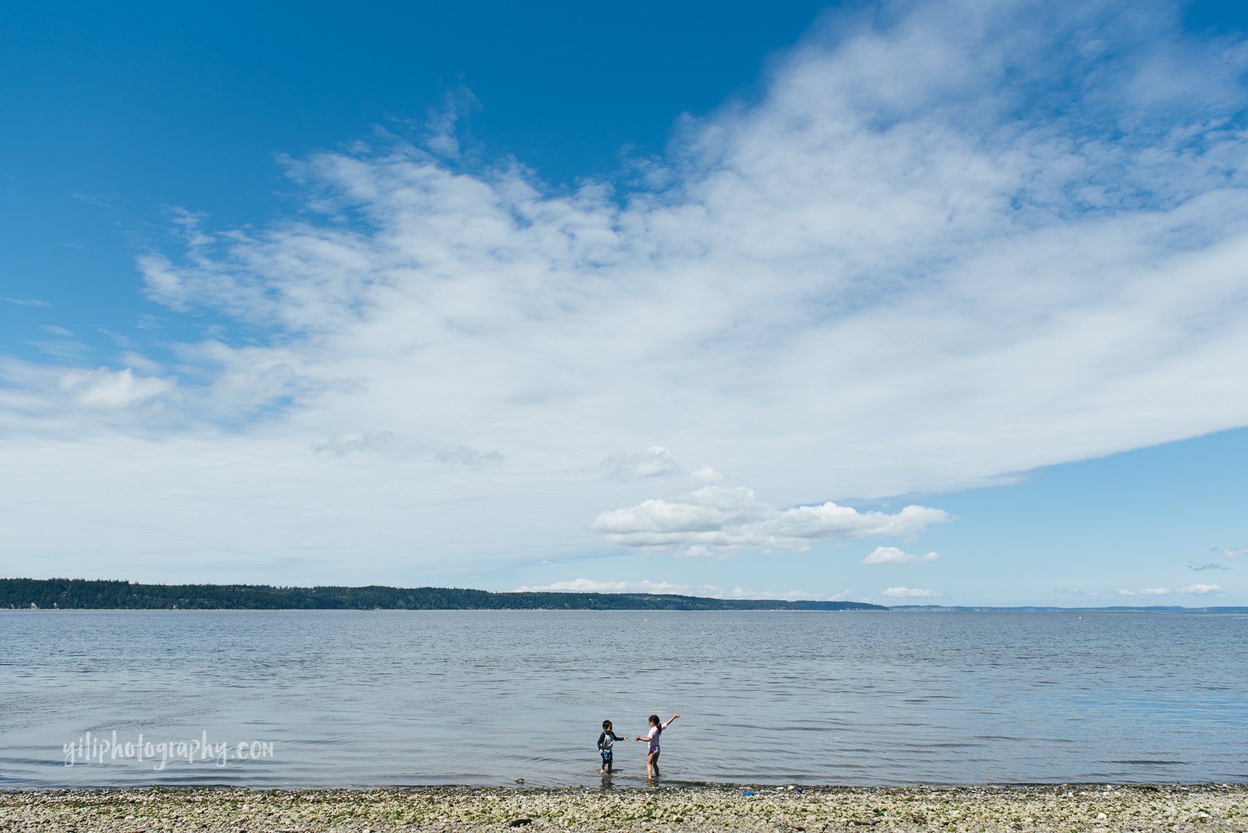 kids playing at beach, seattle family photographer