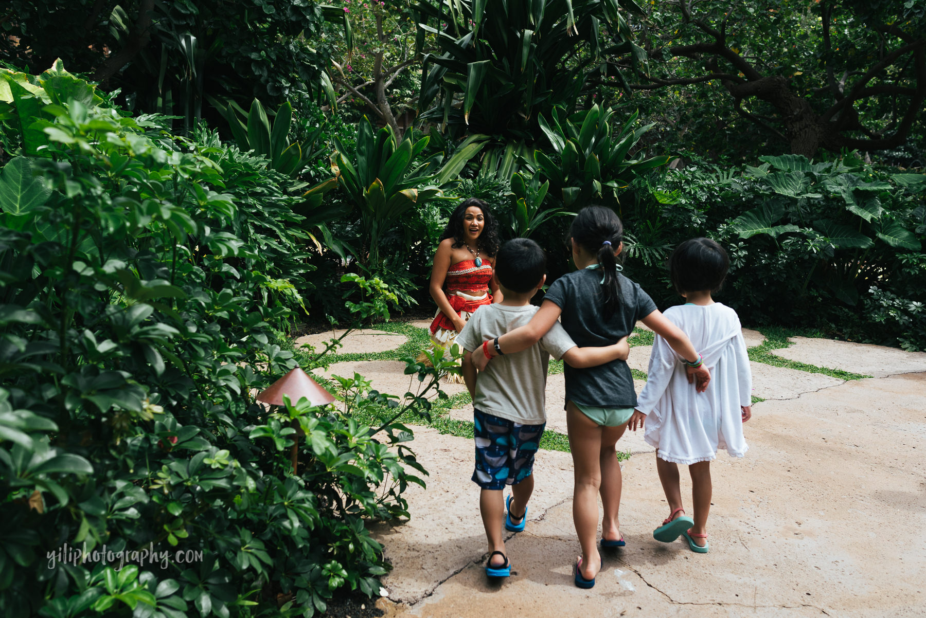 three kids meeting moana at aulani