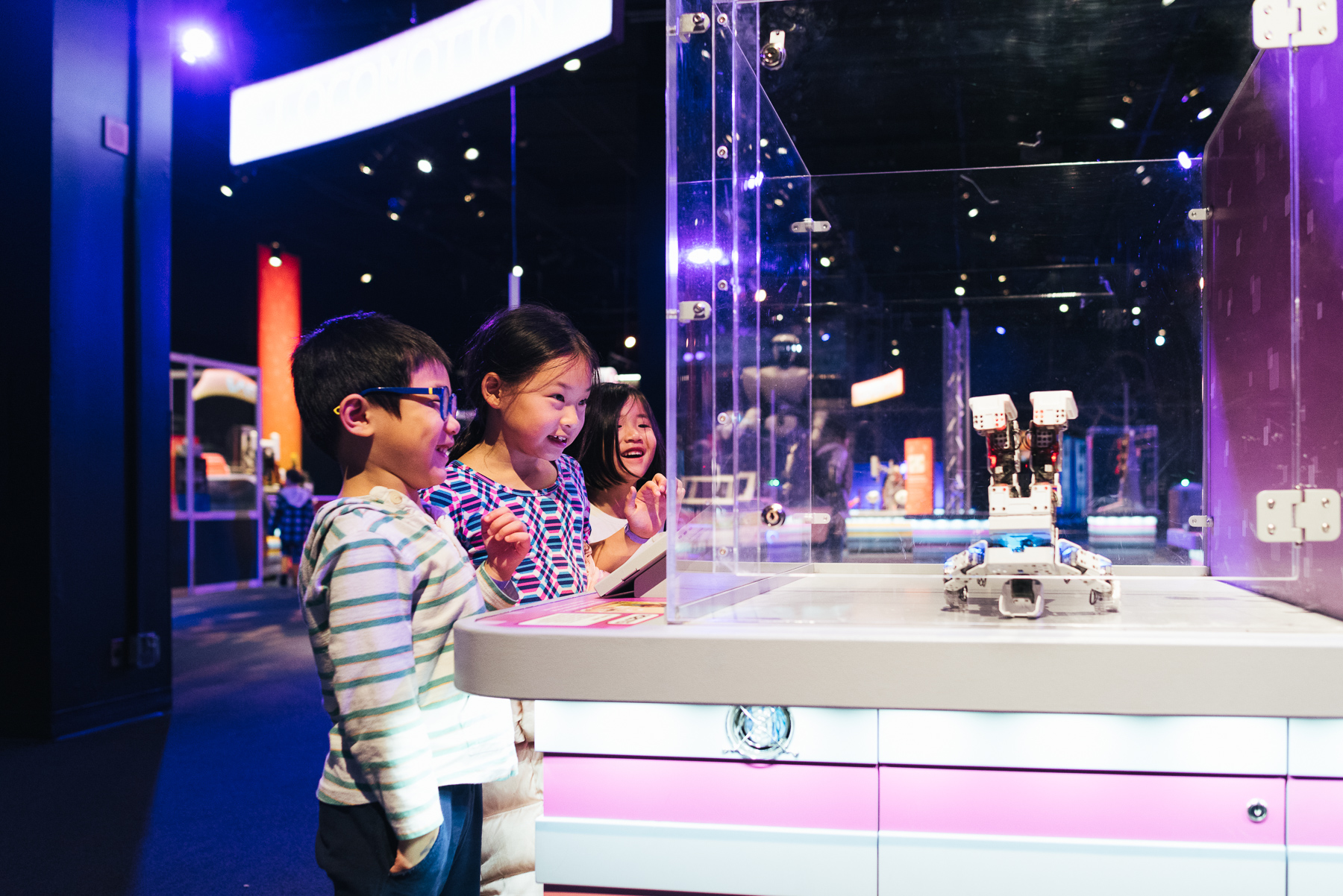 kids playing with robot in science museum